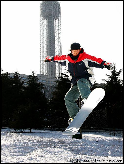 都市雪场的滑雪高手(单板图片)